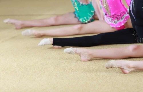 Cours gymnastique rythmique.