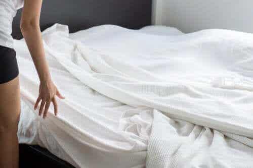 Comment éviter que les draps sortent du lit ?