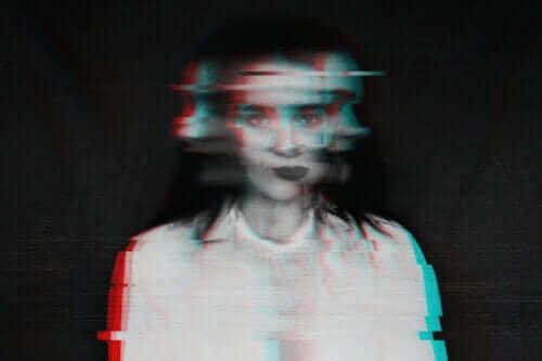 10 types d'hallucinations : caractéristiques et causes possibles