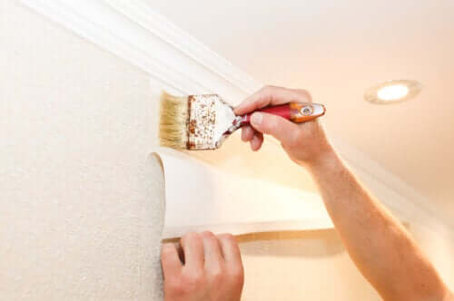 Comment poser du papier peint au mur ?