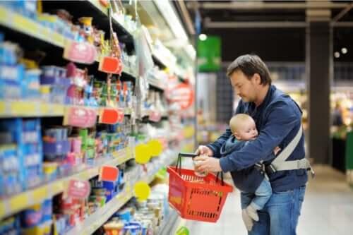 Les aliments commerciaux pour bébés seraient, selon un rapport, contaminés par des métaux lourds