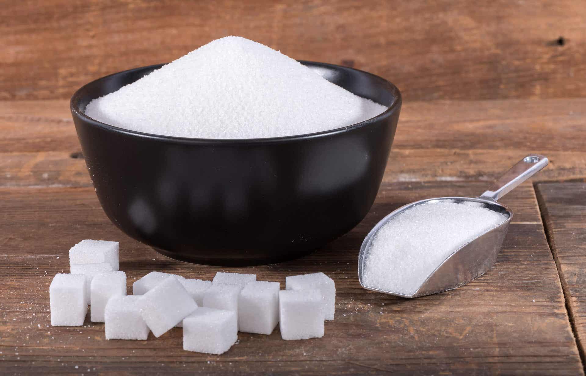 Du sucre blanc en poudre.