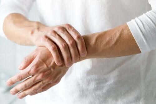 Comment différencier le syndrome du tunnel carpien de l'arthrite ?