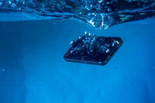 5 astuces pour sauver un téléphone portable mouillé