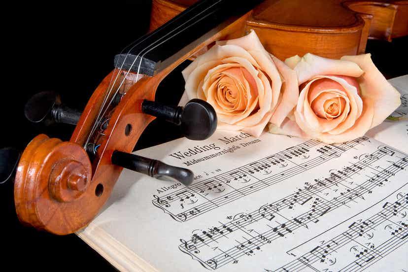 Un violon avec une partition.