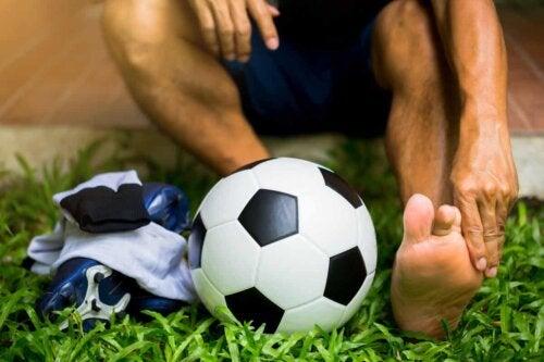 Un footballeur blessé.