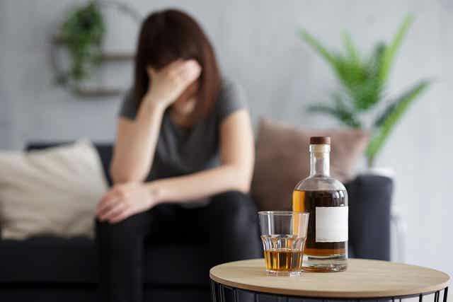 Une femme alcoolique.