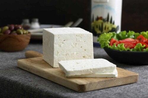 Du fromage en tranches.