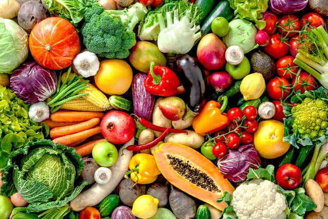 Des fruits et légumes variés.