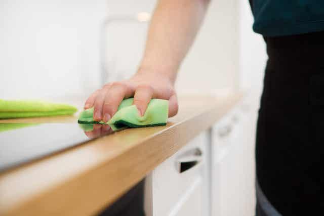 Faire le ménage.