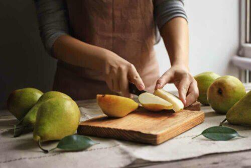 Couper une poire en tranches.