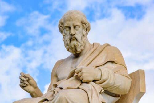 Différences entre les philosophies d'Aristote et Platon