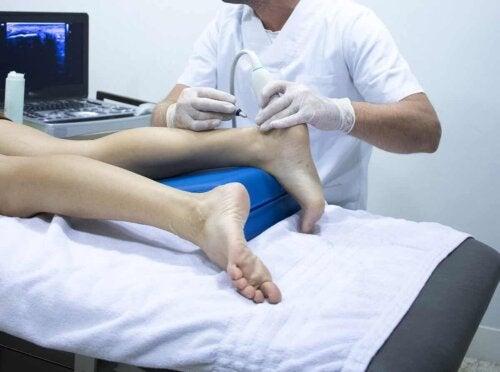 Le traitement de physiothérapie.