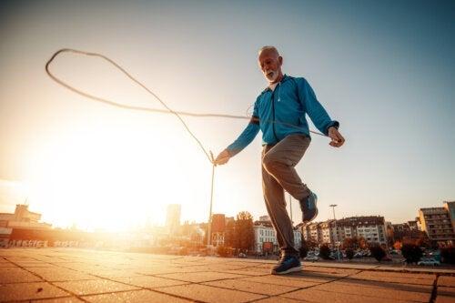 5 exercices en plein air pour les personnes âgées