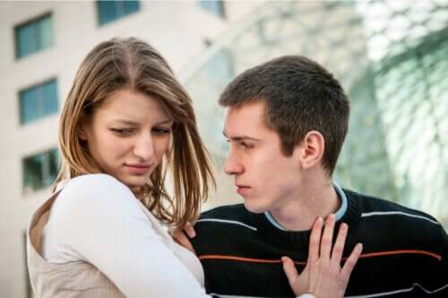 5 signes d'une possible violence chez les couples adolescents