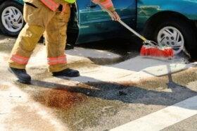 Comment nettoyer une fuite d'essence ?