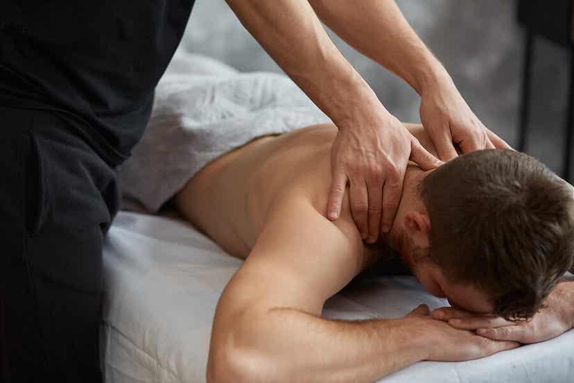 Un massage.