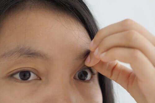 Trou maculaire : symptômes et traitement