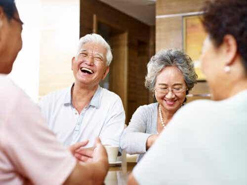 6 avantages d'avoir des amis dans la vieillesse