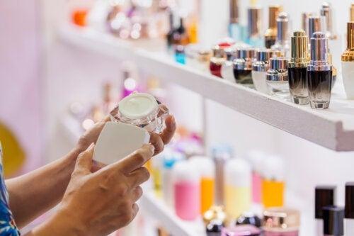 Amiante dans les cosmétiques : quels sont les risques ?