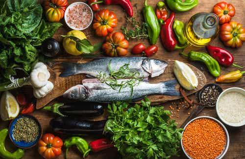 Assortiment d'aliments de la cuisine méditerranéenne.