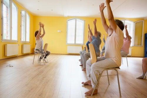 8 exercices d'entraînement fonctionnel pour les personnes âgées