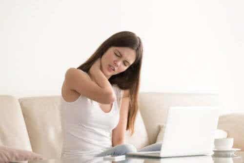 Relation entre le torticolis et le stress : apprenez à le traiter