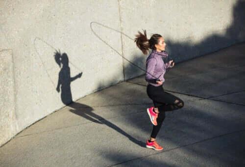 Le saut à la corde peut-il affecter les genoux ?